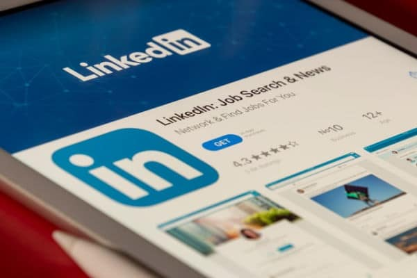 LinkedIn in the app store on a smartphone. Photo by Souvik Banerjee on Unsplash